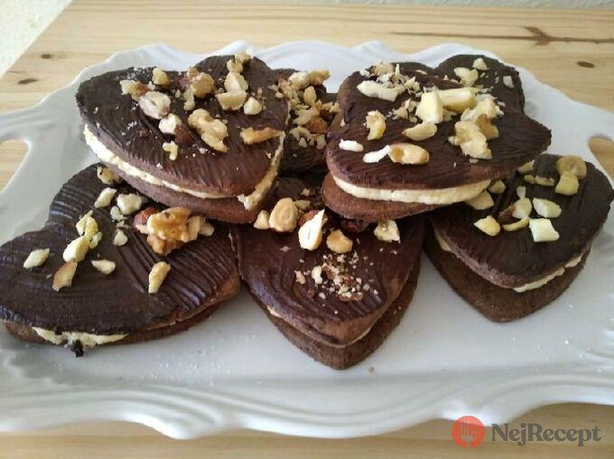 Recept Křehké kakaové sušenky s vanilkovo-oříškovým krémem