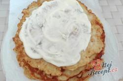 Příprava receptu Jemné cuketové placičky s chutnou náplní ze zakysané smetany, krok 3