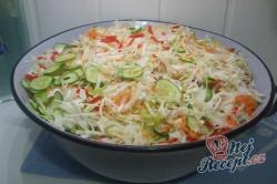 Příprava receptu Čalamáda moc dobrá - s okurkou, paprikou, zelím a mrkví, krok 2
