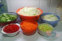 Příprava receptu Čalamáda moc dobrá - s okurkou, paprikou, zelím a mrkví, krok 1