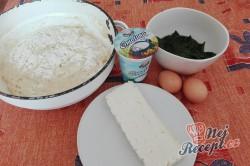 Příprava receptu Kynuté trojúhelníčky se špenátem a feta sýrem, krok 1