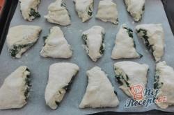 Příprava receptu Kynuté trojúhelníčky se špenátem a feta sýrem, krok 4