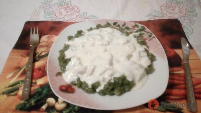 Recept Špenátové halušky s kuřecím a smetanovou omáčkou