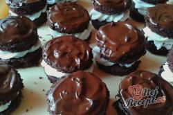Příprava receptu Čokoládově tvarohové dortíky se šlehačkou, krok 7