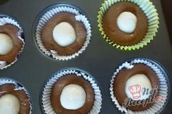 Příprava receptu Čokoládové košíčky s kokosovým srdíčkem, krok 1