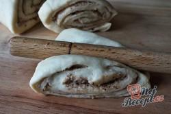 Příprava receptu Turecké koláče z kynutého těsta plněné oříšky, krok 9
