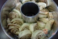 Příprava receptu Trhací bábovka s medovými oříšky, krok 4
