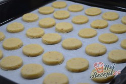 Příprava receptu Vanilková kolečka lepená marmeládou, krok 6