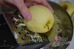 Příprava receptu Jablečný koláč se sněhovou peřinkou, krok 3