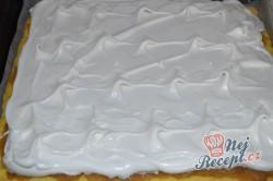 Příprava receptu Jablečný koláč se sněhovou peřinkou, krok 8