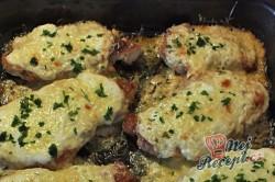 Příprava receptu Zapečená kuřecí prsa se zakysanou smetanou a sýrem, krok 2