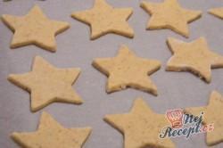 Příprava receptu Oříškové hvězdičky - křehké vánoční cukroví, krok 4