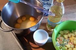 Příprava receptu Hrnkový jablečný koláček našich babiček, krok 1