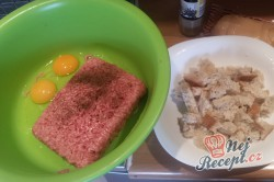 Příprava receptu Extrémně šťavnaté karbanátky s kožíškem, krok 2