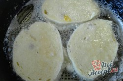 Příprava receptu Smažený knedlíček ve vajíčku, krok 2