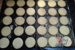 Příprava receptu Ořechové dortíčky s kouskem oříšku, krok 2