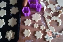 Příprava receptu Linecké vánoční růžičky, krok 3