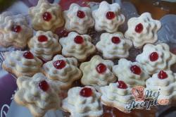 Příprava receptu Linecké vánoční růžičky, krok 7