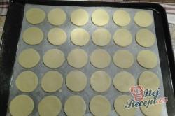 Příprava receptu Nugátové kroužky máčené v čokoládě, krok 1