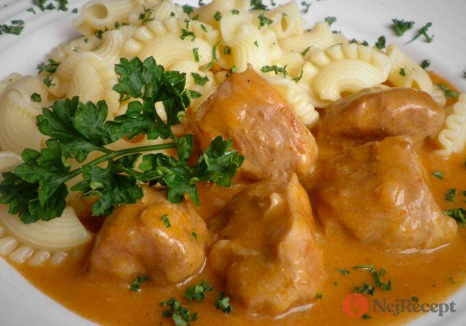 Recept Pomalené krůtí maso na paprice s těstovinou