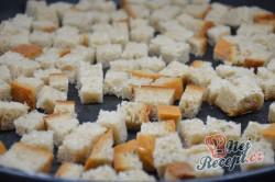 Příprava receptu Lehký kuřecí salát se zálivkou ze zakysané smetany a dijonské hořčice, krok 6
