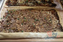 Příprava receptu Perníkový závin s kandovaným ovocem a ořechy, krok 5