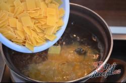 Příprava receptu Zapékané těstoviny s tvarohem a slaninou, krok 1