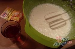 Makový koláč se švestkami - hrnkový recept, krok 4