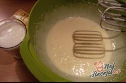 Makový koláč se švestkami - hrnkový recept, krok 3