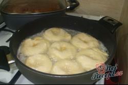 Příprava receptu Babiččiny koblihy s bílkovou pěnou, krok 3