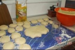 Příprava receptu Babiččiny koblihy s bílkovou pěnou, krok 2
