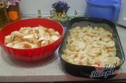Příprava receptu Tvarohová žemlovka s jablíčky, krok 2