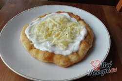 Příprava receptu Bombastický langoše ze zakysané smetany a bez vajíčka, krok 2