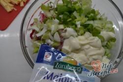 Příprava receptu Ředkvičkový salát se sýrem, krok 2