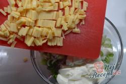 Příprava receptu Ředkvičkový salát se sýrem, krok 3