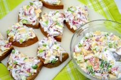 Příprava receptu Ředkvičkový salát se sýrem, krok 4