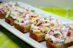 Příprava receptu Ředkvičkový salát se sýrem, krok 5