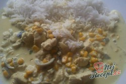 Příprava receptu Rýže se špenátovo - smetanovou omáčkou a kuřecím masem, krok 2