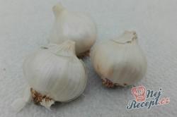 Příprava receptu Nejlepší domácí česnekové koření do polévek, omáček nebo na masíčko, které si vyrobíte v pohodlí svého domova., krok 1