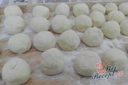 Příprava receptu Jahodové koule z bramborového těsta s osmaženou strouhankou, krok 9