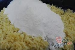 Příprava receptu Jahodové koule z bramborového těsta s osmaženou strouhankou, krok 5
