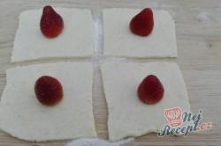 Příprava receptu Jahodové koule z bramborového těsta s osmaženou strouhankou, krok 8