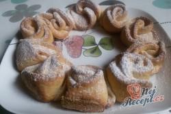 Příprava receptu Věneček z kynutého těsta posypaný cukrem, krok 9
