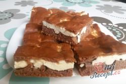 Příprava receptu Kakaový kynutý koláč s tvarohem - falešná prošívaná deka, krok 10