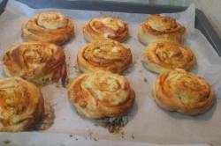 Příprava receptu Pizzovníky z kynutého těsta, za kterými se pouze zapráší, krok 9