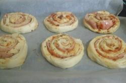 Příprava receptu Pizzovníky z kynutého těsta, za kterými se pouze zapráší, krok 8