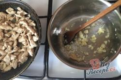 Příprava receptu Těstoviny s kuřecím masem a sýrovou omáčkou, krok 3