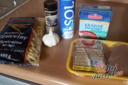Příprava receptu Těstoviny s kuřecím masem v rajčatové omáčce, krok 1