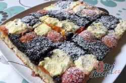 Příprava receptu Kynutý koláč s mákem, meruňkami a tvarohem, krok 11