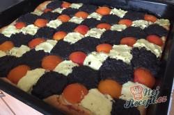 Příprava receptu Kynutý koláč s mákem, meruňkami a tvarohem, krok 8